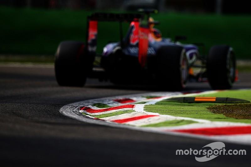 Egy igazi klasszikus: Vettel a füvön előzi meg Alonsót