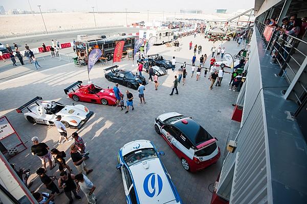 سلاسل متعددة أخبار عاجلة مشاركة كبيرة في النسخة الثانية من معرض الإمارات لرياضة السيارات على حلبة دبي أوتودروم