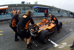 Enrique Bernoldi back to the pits