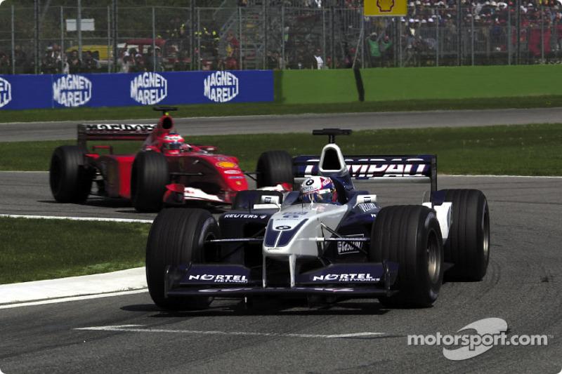 Хуан Пабло Монтойя (Williams BMW) і Рубенс Баррікелло (Ferrari)