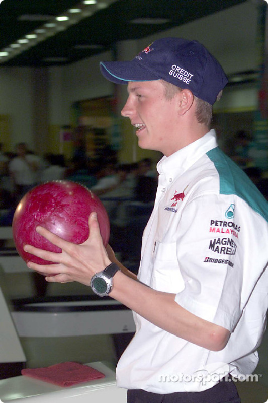 Sauber Petronas bowling tournament: Kimi Raikkonen
