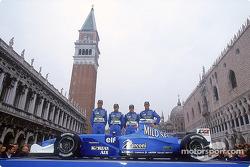 Los pilotos Jenson Button, Giancarlo Fisichella, el piloto de Briatore, Fernando Alonso, y el piloto
