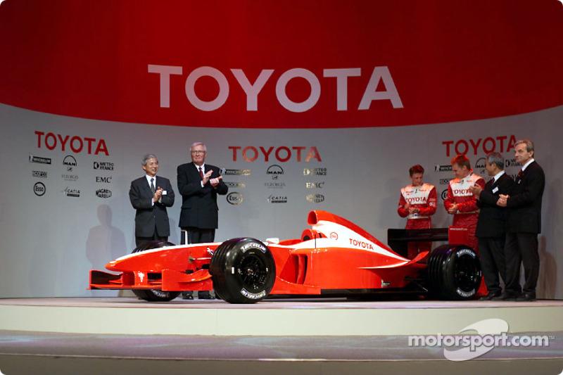 Самая бессмысленная: презентация машины, которая никогда не участвовала в гонках (2001)