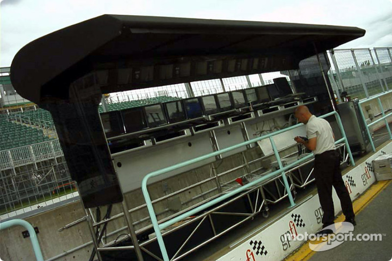 McLaren pit wall control station