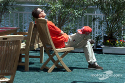 Relaxation under the sun: Michael Schumacher