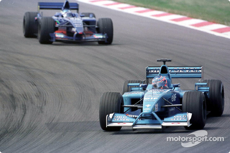 Jenson Button devant Jean Alesi au GP d'Europe