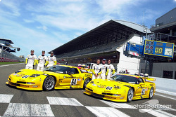 Corvette Racing y el C5-R: Ron Fellows, Johnny O'Connell, Scott Pruett, Franck Freon, Andy Pilgrim y Kelly Collins