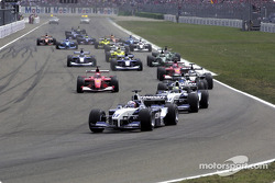Start: Juan Pablo Montoya, Williams FW23, Ralf Schumacher, Williams FW23