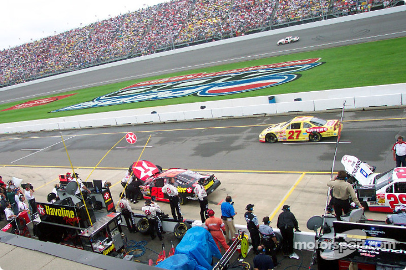 Engine trouble for Ricky Rudd and Kevin Harvick