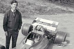 Ken Tyrrell présente la Tyrrell 001