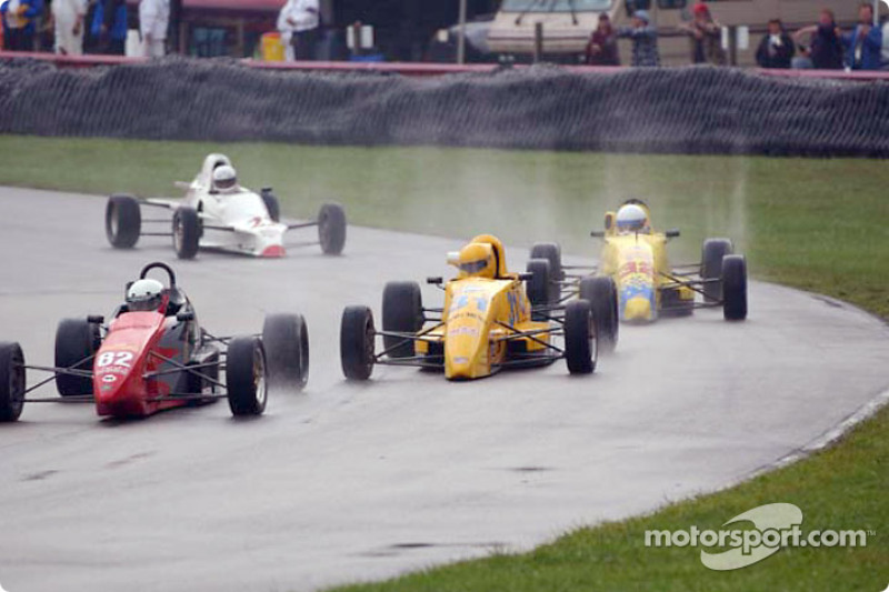 Race 5, Formula Ford: Jim Roberts leading the pack