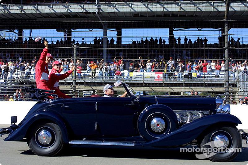 Desfile de pilotos: Michael Schumacher y Rubens Barrichello