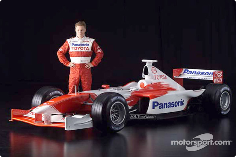 Mika Salo ve 2001 Toyota Formula 1 TF102
