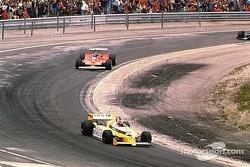 Jean-Pierre Jabouille vor Gilles Villeneuve