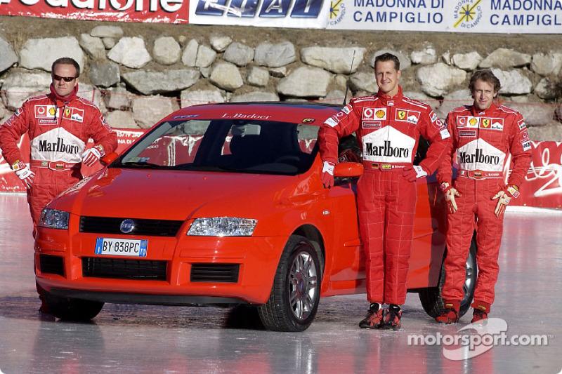 Rubens Barrichello, Michael Schumacher y Luca Badoer con el Fiat Stilo