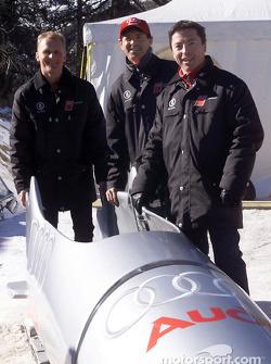Los pilotos de trabajo de Audi Johnny Herbert, Rinaldo Capello y Christian Pescatori se atrevieron a montar el bobsled Audi sobre el hielo y por la pista olímpica de St. Moritz
