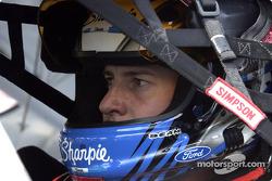 El ganador de la pole, Kurt Busch espera el inicio del Bud Shootout