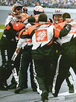 Tony Stewart pitcrew celebrating victory