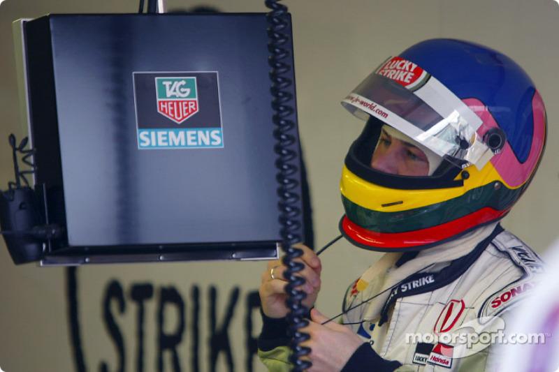 Jacques Villeneuve getting ready