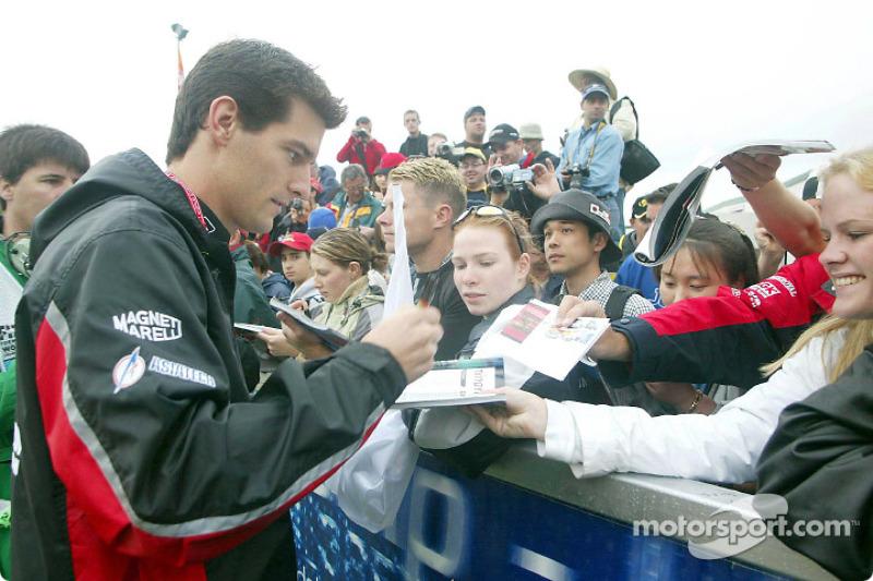 Mark Webber signing autographs