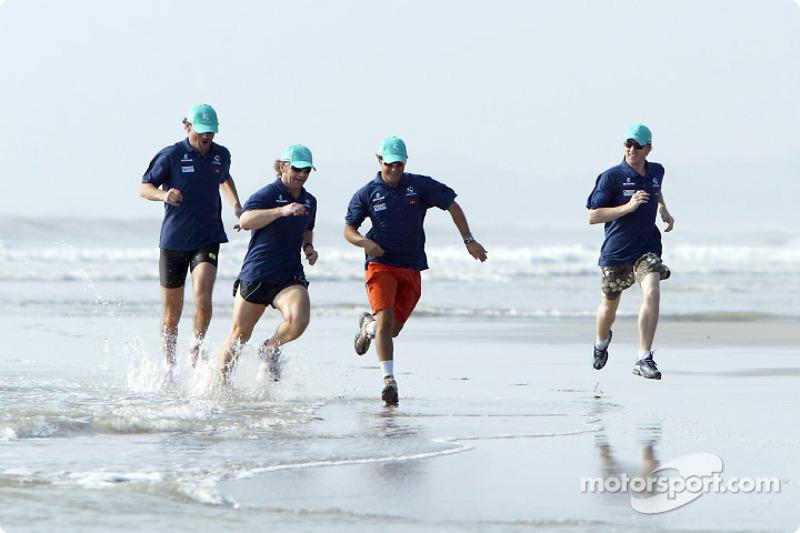Petronas day in Kuantan, Malaysia: Felipe Massa and Nick Heidfeld jogging on the beach