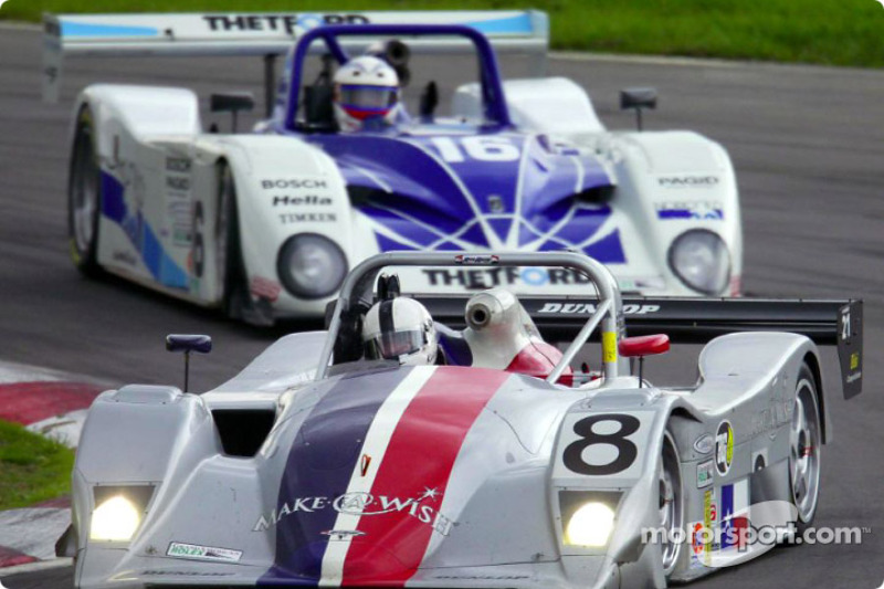 La Lola Nissan n°8 mène devant la n°16 du Dyson Racing lors du Grand American 400