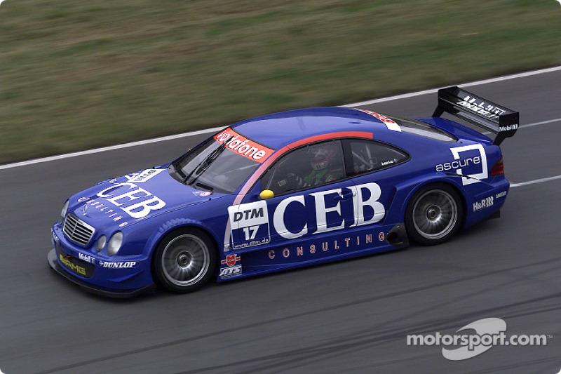 Patrick Huisman manejando el Mercedes-Benz CLK-DTM 2001, inscrito por el equipo CEB AMG-Mercedes