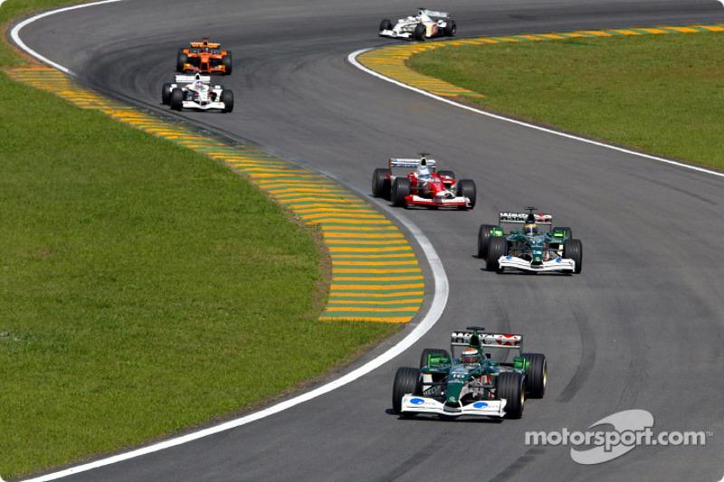 Eddie Irvine, Pedro de la Rosa et Mika Salo à la lutte