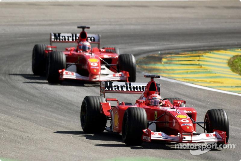 Rubens Barrichello a punto de pasar a Michael Schumacher