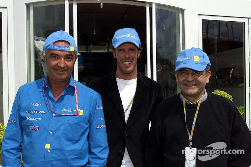 Falvio Briatore, el ciclista Mario Cipollini y el Presidente de Renault Italia,  J.J. Osmandjiand