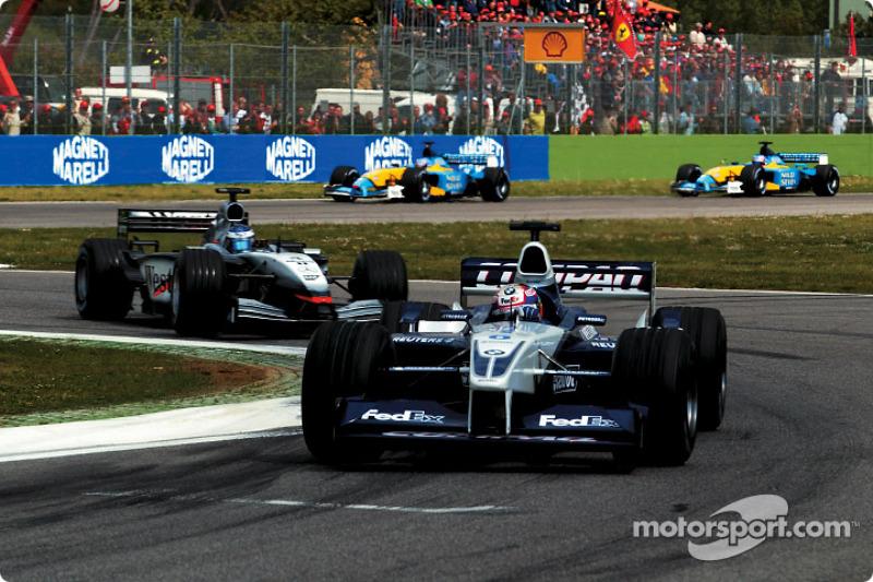 Juan Pablo Montoya frente a Kimi Raikkonen