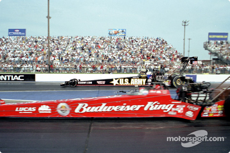 Kenny Bernstein gagne en Top Fuel face à Tony Schumacher