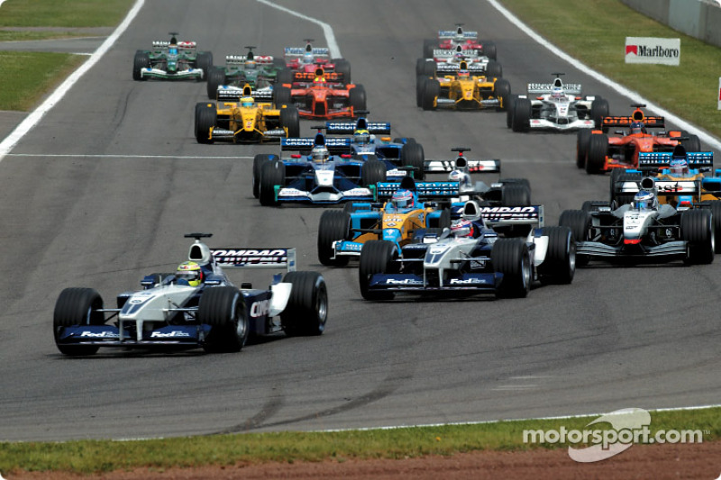 Primera curva: Ralf Schumacher, Juan Pablo Montoya y el resto del grupo