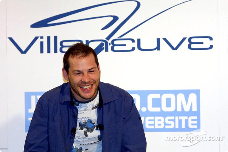 Jacques Villeneuve en su tradicional conferencia de prensa en Montreal, realizada en Newtown, su res