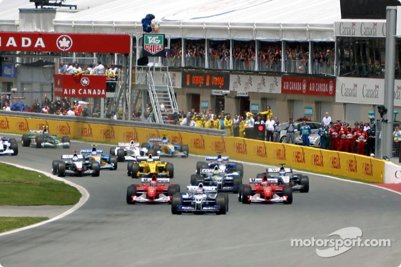 La arrancada: Juan Pablo Montoya liderando a Rubens Barrichello y Michael Schumacher