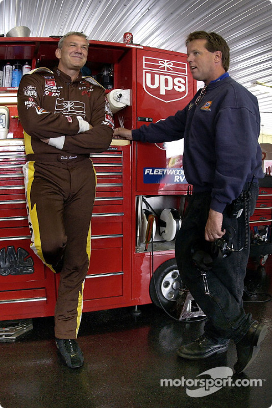 Dale Jarrett chats with Tide Ford Taurus crew chief Mike Beam