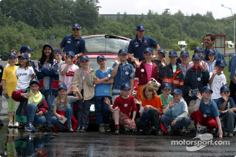 Nick Heidfeld and Felipe Massa giving lessons at the Driving Safety Center in Nürburgring, to the children from class 3a from Grundschule Kelberg: Felipe Massa and Nick Heidfeld
