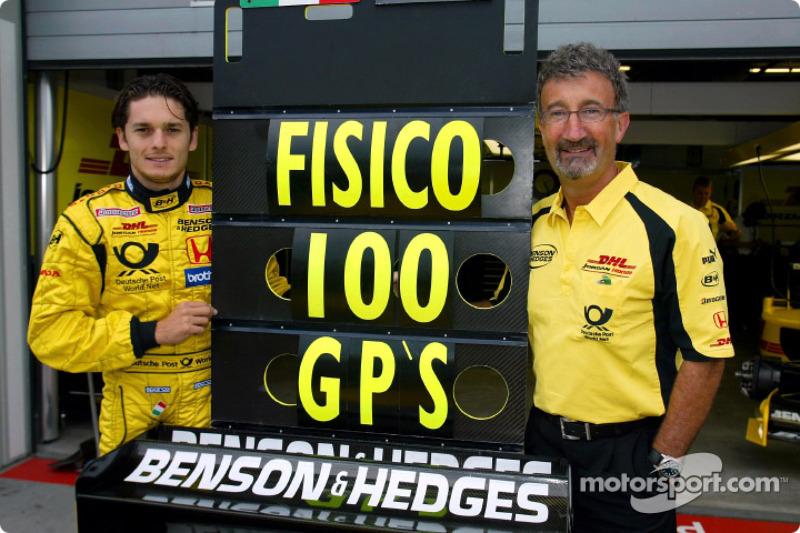 Giancarlo Fisichella celebrando el Gran Premio 100 en su carrera con Eddie Jordan