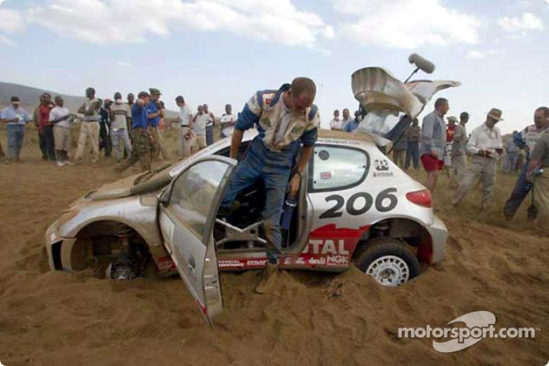 Ричард Бёрнс и Роберт Рид, авария на Ралли Сафари 2002
