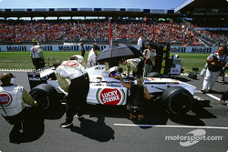 Jacques Villeneuve on the starting grid