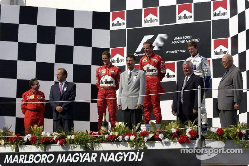 El podio: el ganador de la carrera, Rubens Barrichello con Michael Schumacher y Ralf Schumacher