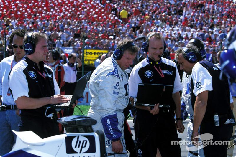 Ingenieros de Williams-BMW en la parrilla de salida