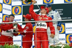 El podio: champaña para Michael Schumacher, Rubens Barrichello, Juan Pablo Montoya y Ross Brawn