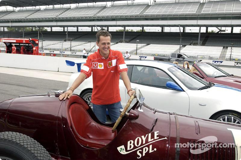 Michael Schumacher con los tres Maseratis: 8CTF, Trofeo y Spyder