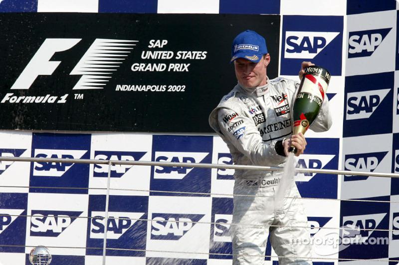 El podio: champaña para David Coulthard