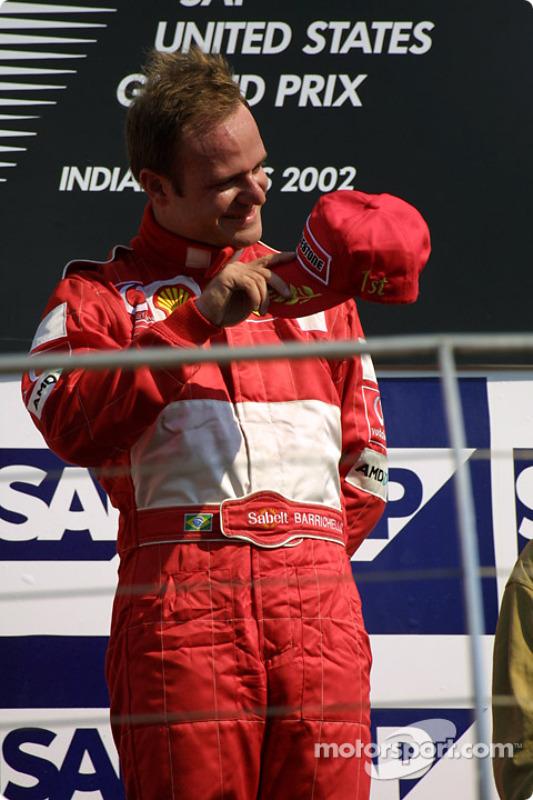 Le podium: le vainqueur de la course Rubens Barrichello