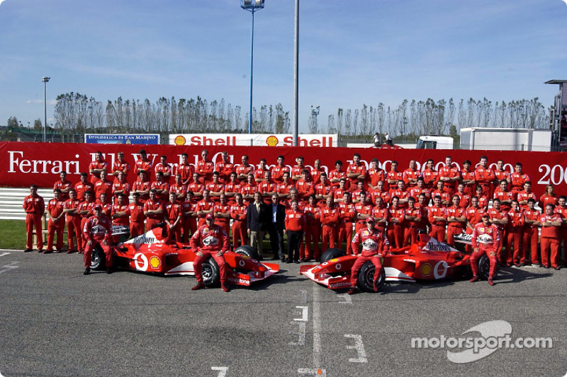 Family picture: team Ferrari with Rubens Barrichello, Luciano Burti, Luca Badoer and Michael Schumacher