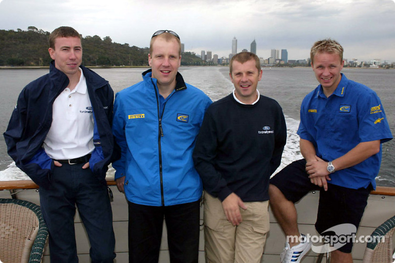 Petter Solberg, Phil Mills, Markko Martin y Michael Park en un viaje en bote en Australia