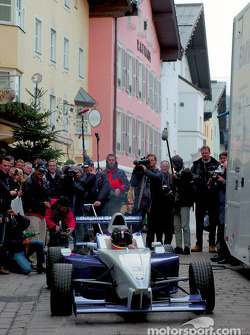 Los pilotos de BMW, Ralf Schumacher, Juan Pablo Montoya y Marc Gene, piloto de pruebas de BMW Willia