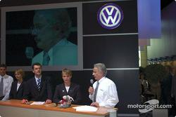 Volkswagen Tarek World debut at the Essen Motor Show: Stéphane Henrard, Fabrizia Pons, Dieter Depping and Jutta Kleinschmidt